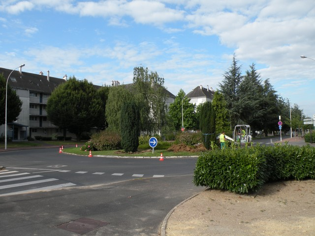 http://snofilbleu.free.fr/travaux%20tram/deviation%20reseaux/20100802/Photo%20318.jpg